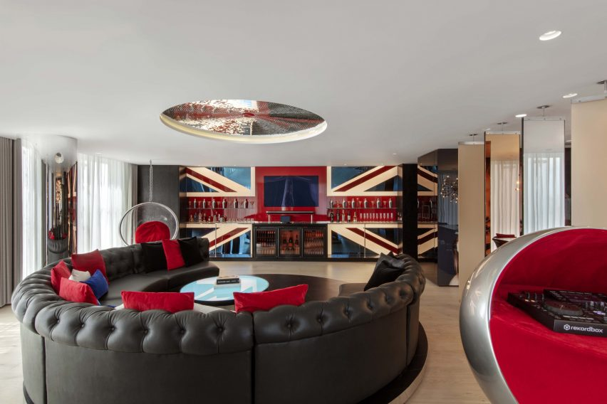 W London hotel in Leicester Square in England