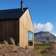 Avalanche House is a timber holiday home in New Zealand's mountains