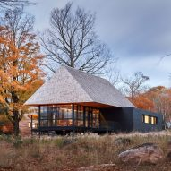 Cabins in Ontario by MacKay-Lyons Sweetapple topped with massive hip roofs