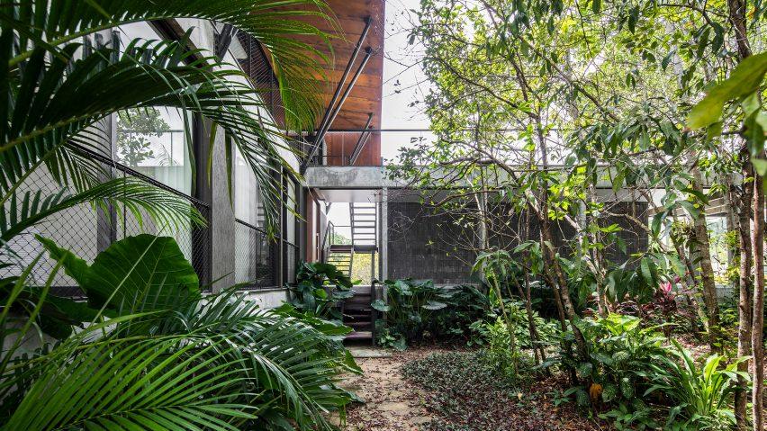Casa Campinarana, Manaus, Brazil, by Laurent Troost. Photo is by Leonardo Finotti
