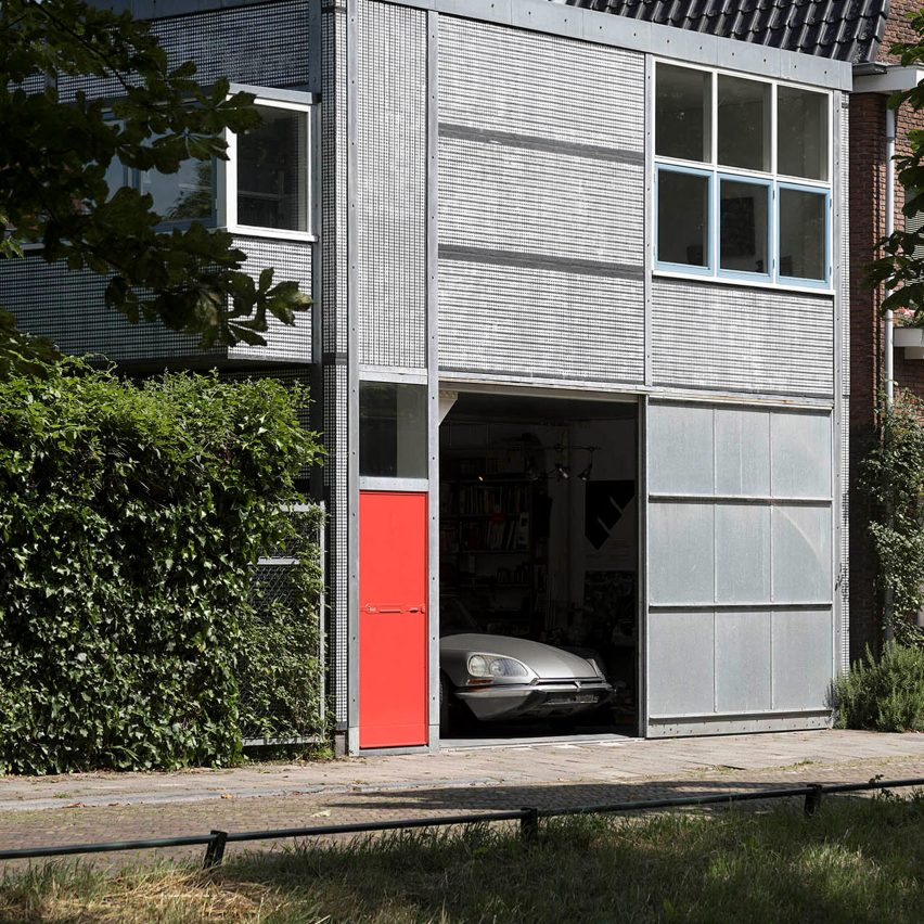 Gerrit Rietveld: Wealth of Sobriety book, Van de Vuurst de Vries' chauffeur's apartment