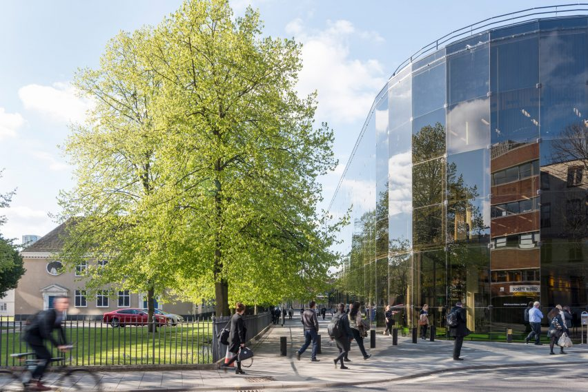High-tech architect Norman Foster: Willis Faber & Dumas headquarter