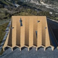"House of Many Vaults ""kneels down"" towards shrine in Lebanese mountains"