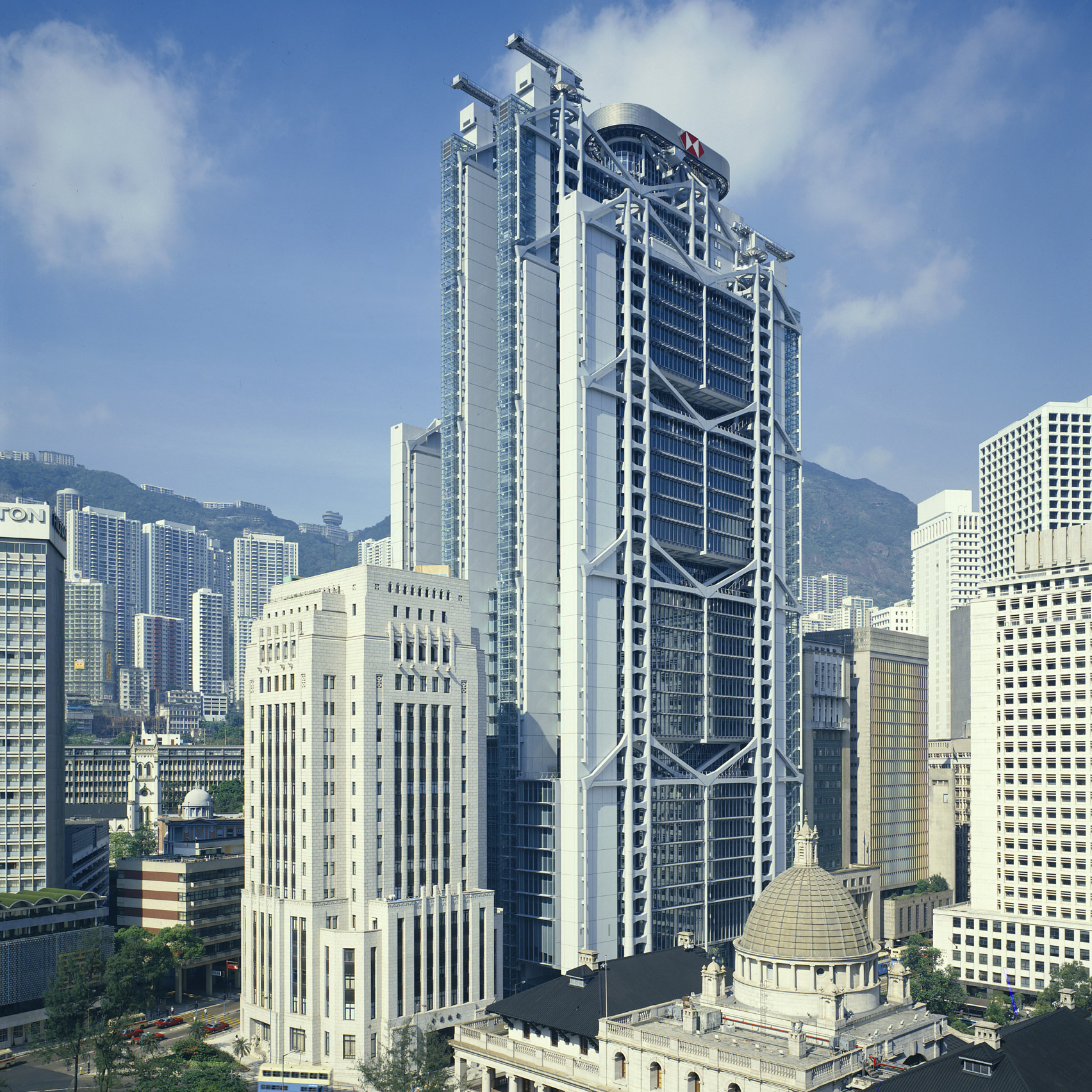 High-tech buildings: HSBC Building in Hong Kong by Norman Foster