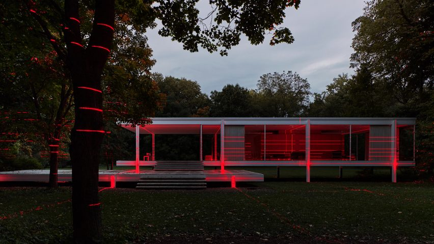 Geometry of Light at Mies van der Rohe's Farnsworth House by Iker Gil and Luftwerk