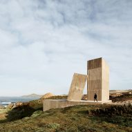 Alejandro Aravena leans huge chimney against concrete house on Chilean coast