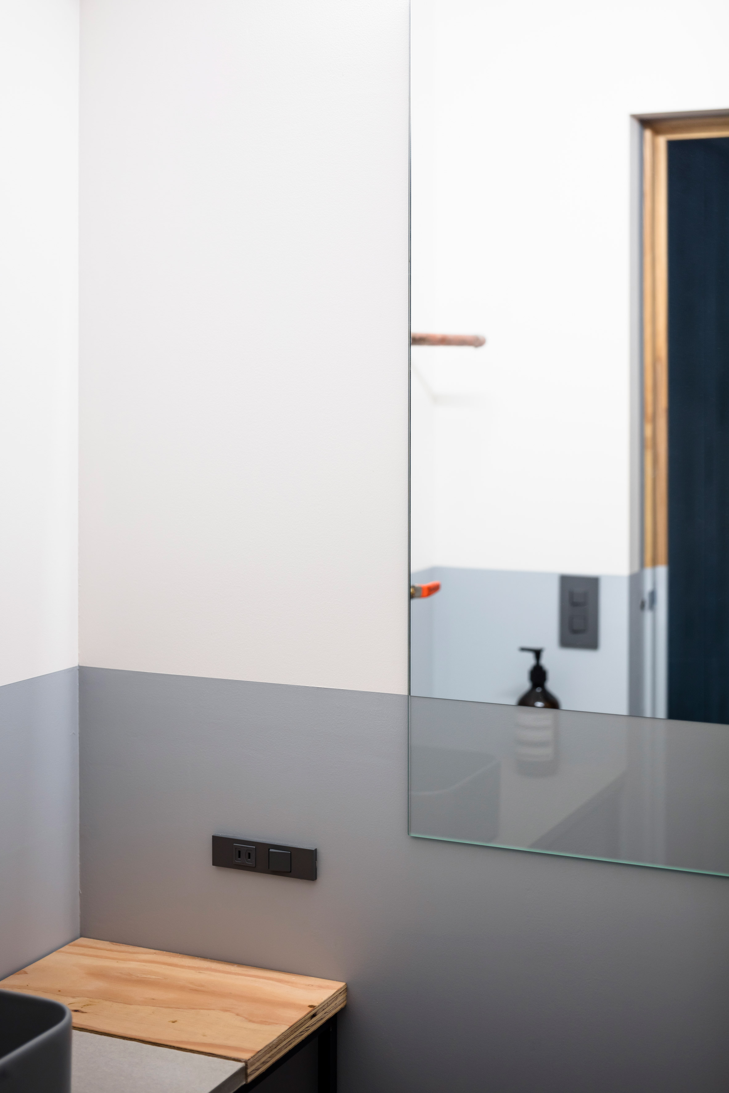 Bathroom in Panda minimal office by Shimpei Oda Architect Office and Atelier Loowe