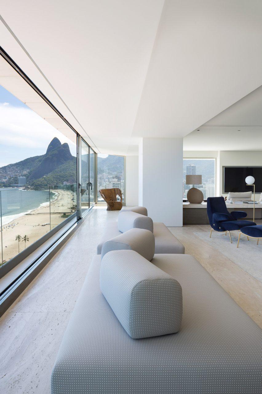 RS Apartment by Studio Arthur Casas
