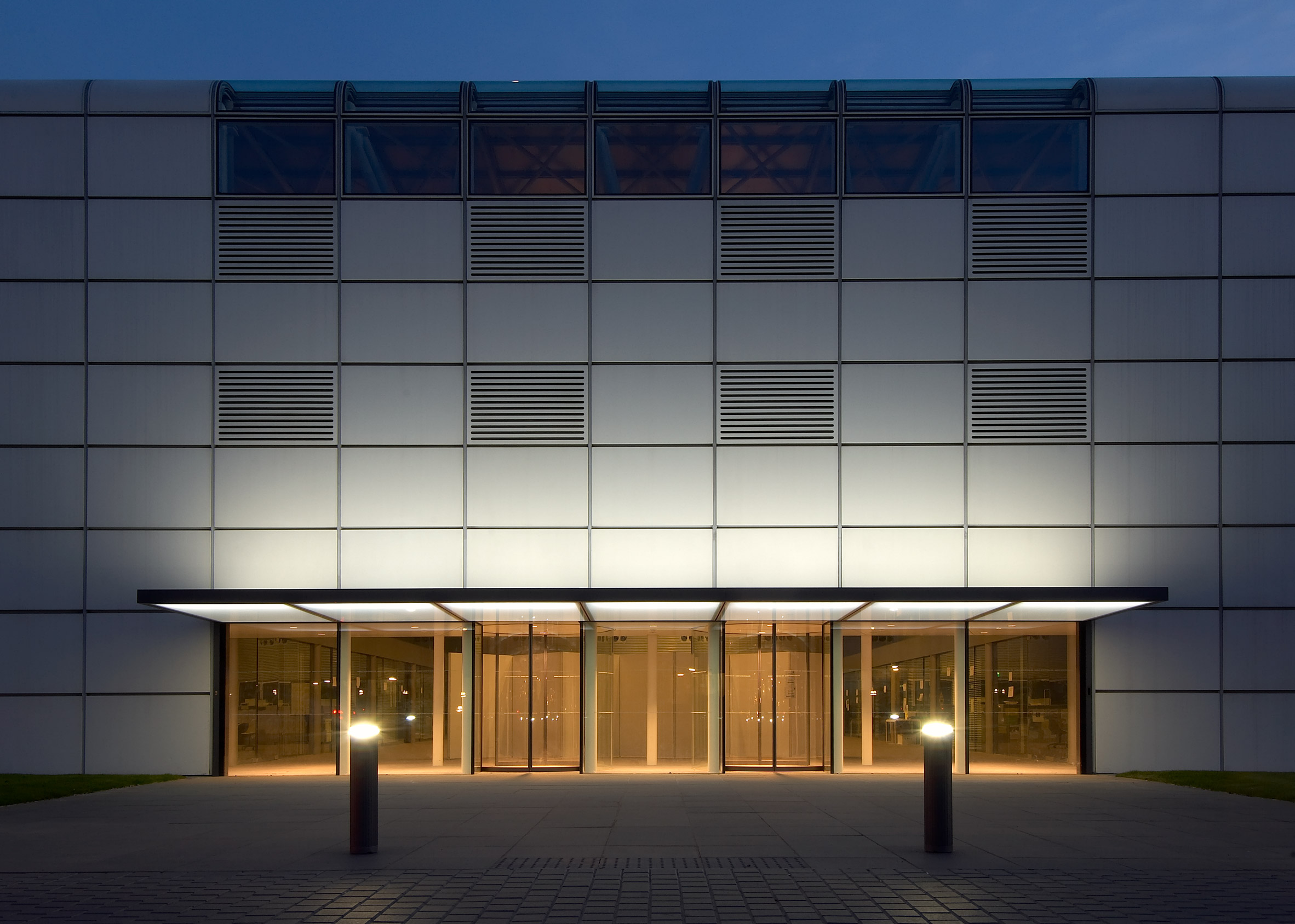 High-tech architecture: Sainsbury Centre for the Visual Arts by Norman Foster