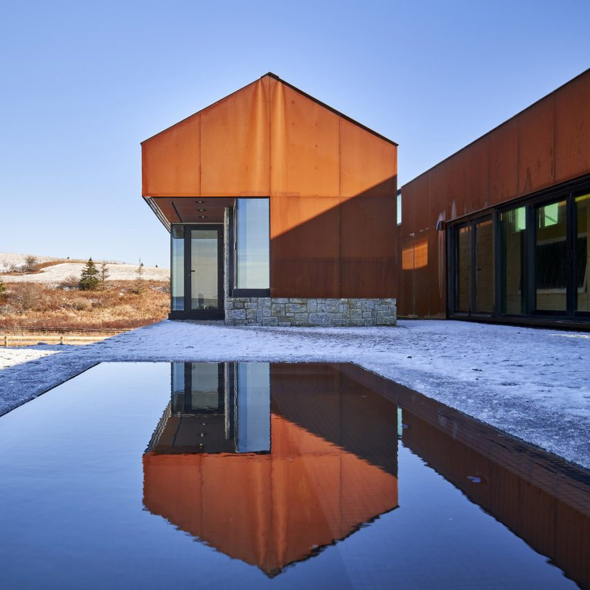"""Smith Residence by MacKay-Lyons Sweetapple is a """"village"""" of gabled steel structures"""