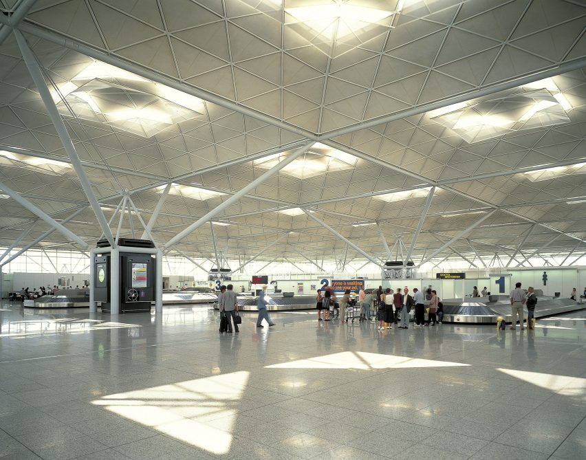 High-tech architect Norman Foster: Stanstead Airport by Norman Foster