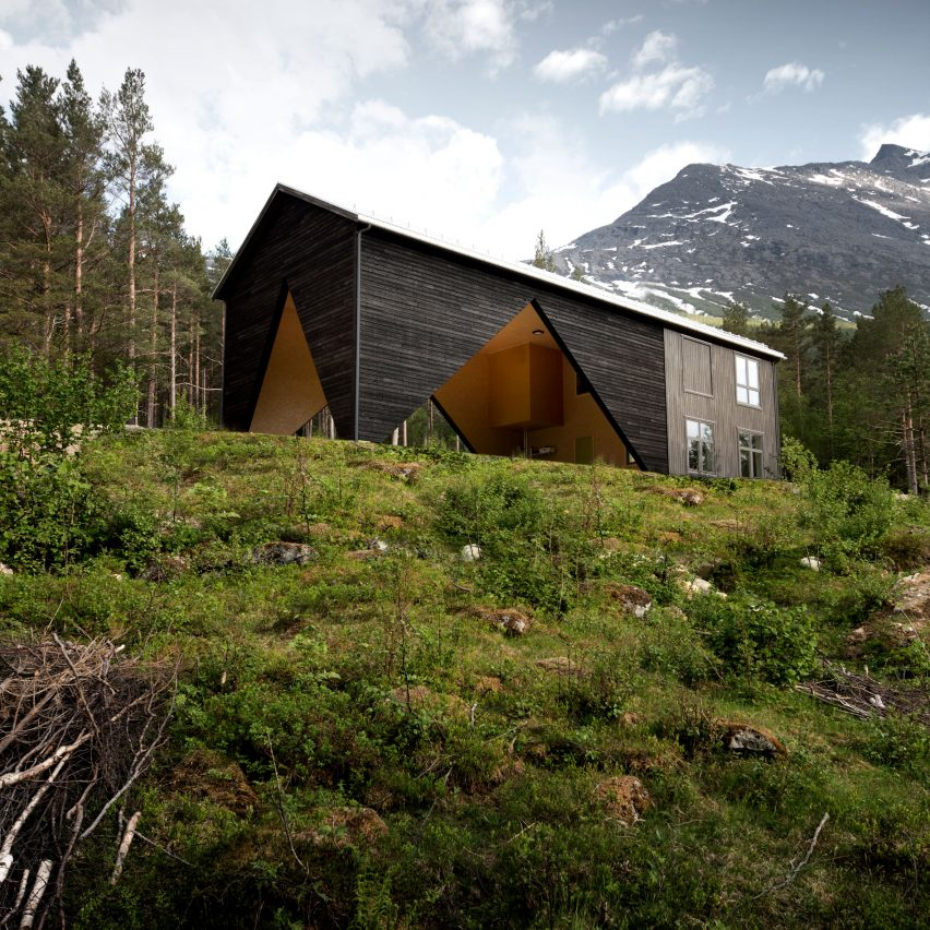 Rever & Drage builds one third of a house for a deer hunter in Norway