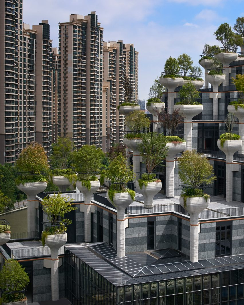 New photos of 1,000 Trees by Heatherwick Studio near completion in China