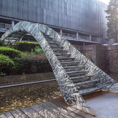 Two robotic fabrication methods entwine to make Tongji University bridge