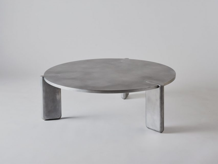 Pelle aluminium table
