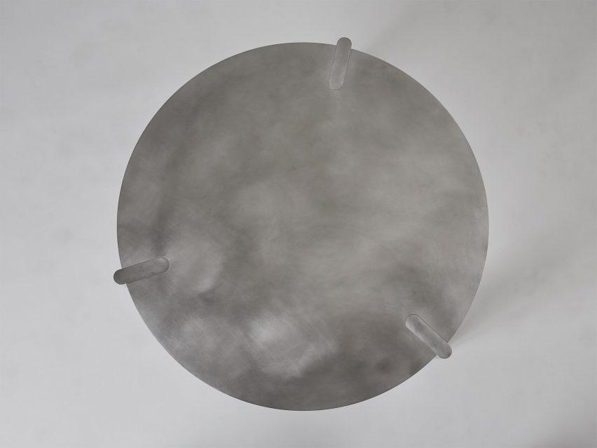 Pelle aluminium table