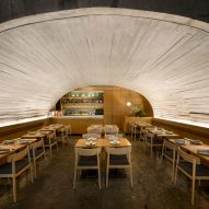 Concrete arch covers Mexico City's Italian restaurant Sartoria