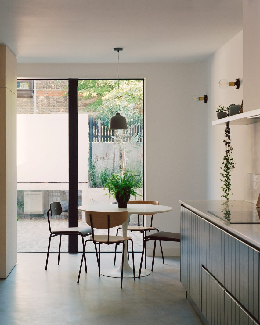 Corner House by 31/44 Architects dining area