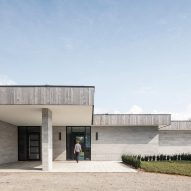 Chris Collaris builds House H in rural Ontario with local quarry stone