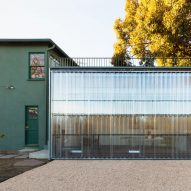 FAR adds studio with corrugated plastic door to artist's Los Angeles residence