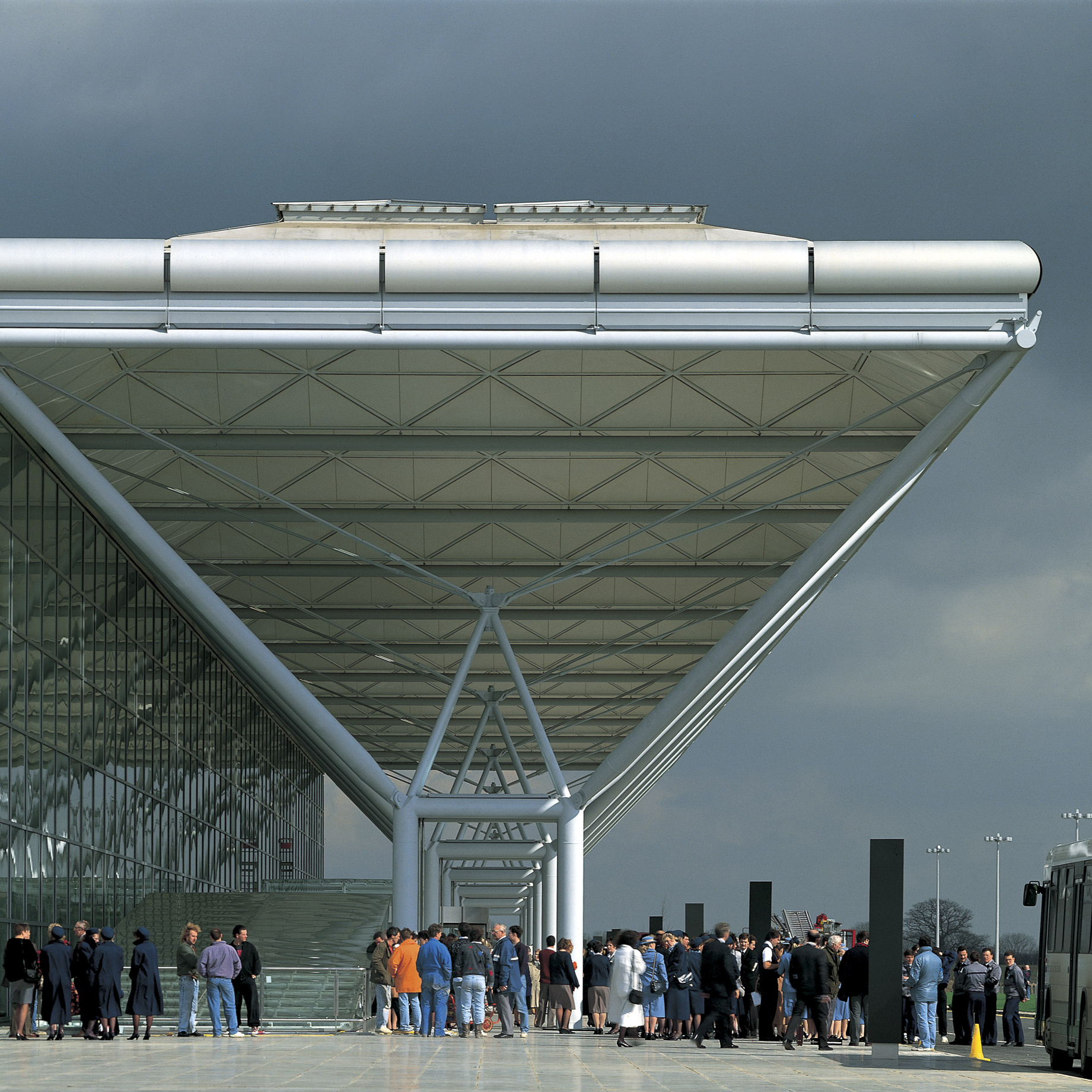 High-tech buildings: Stansted Airport by Foster + Partners
