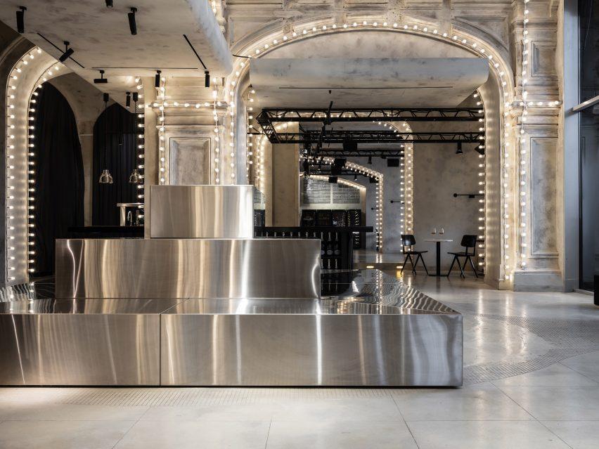 Sundukovy Sisters use reflective surfaces to illuminate Moscow bar