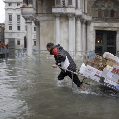 Homo Urbanus by Bêka & Lemoine shows Venice flooding
