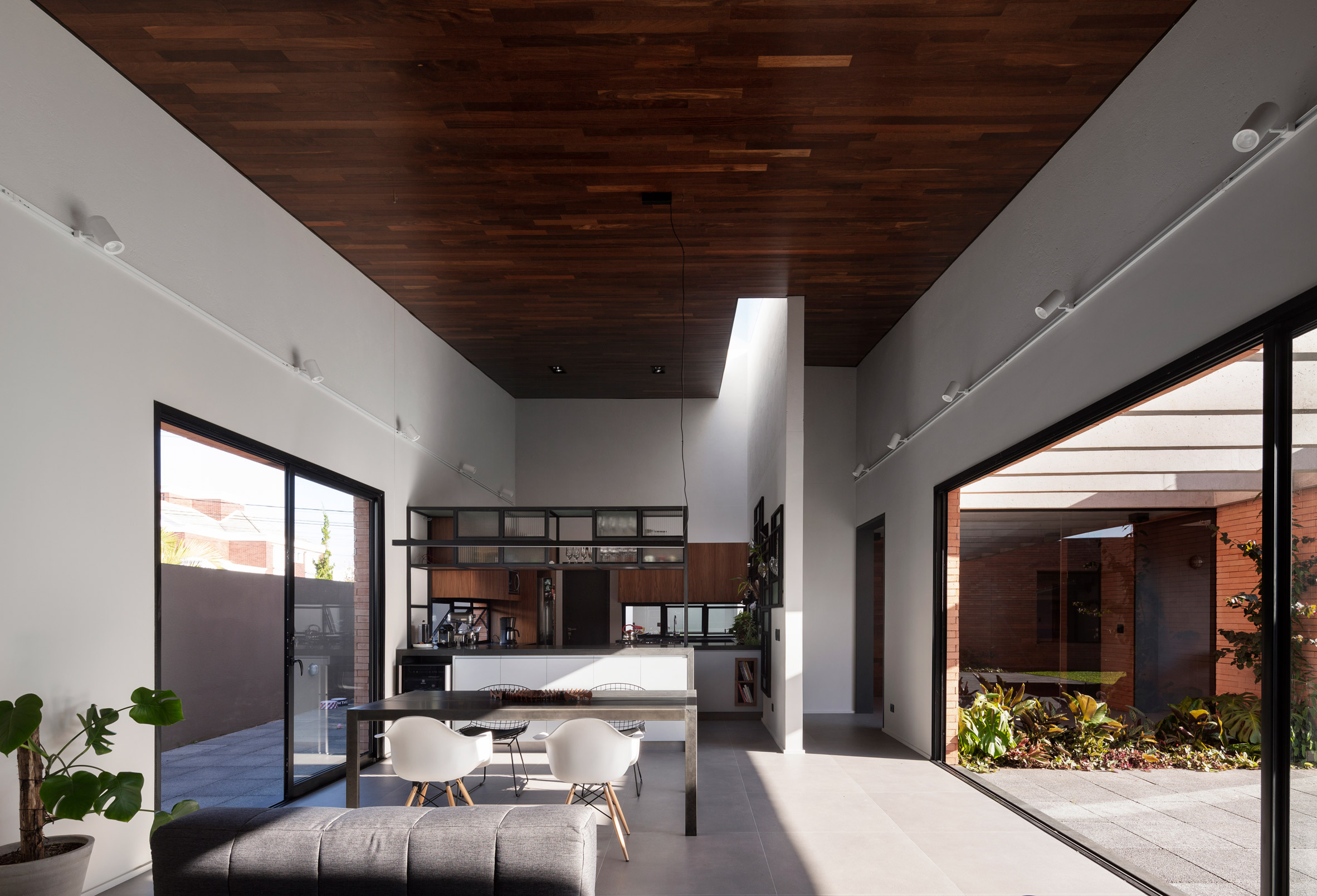 Courtyard House by Bernardo Richter