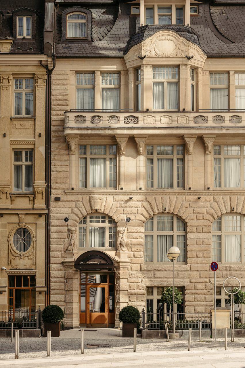 Le Petit Royal Frankfurt restaurant exterior