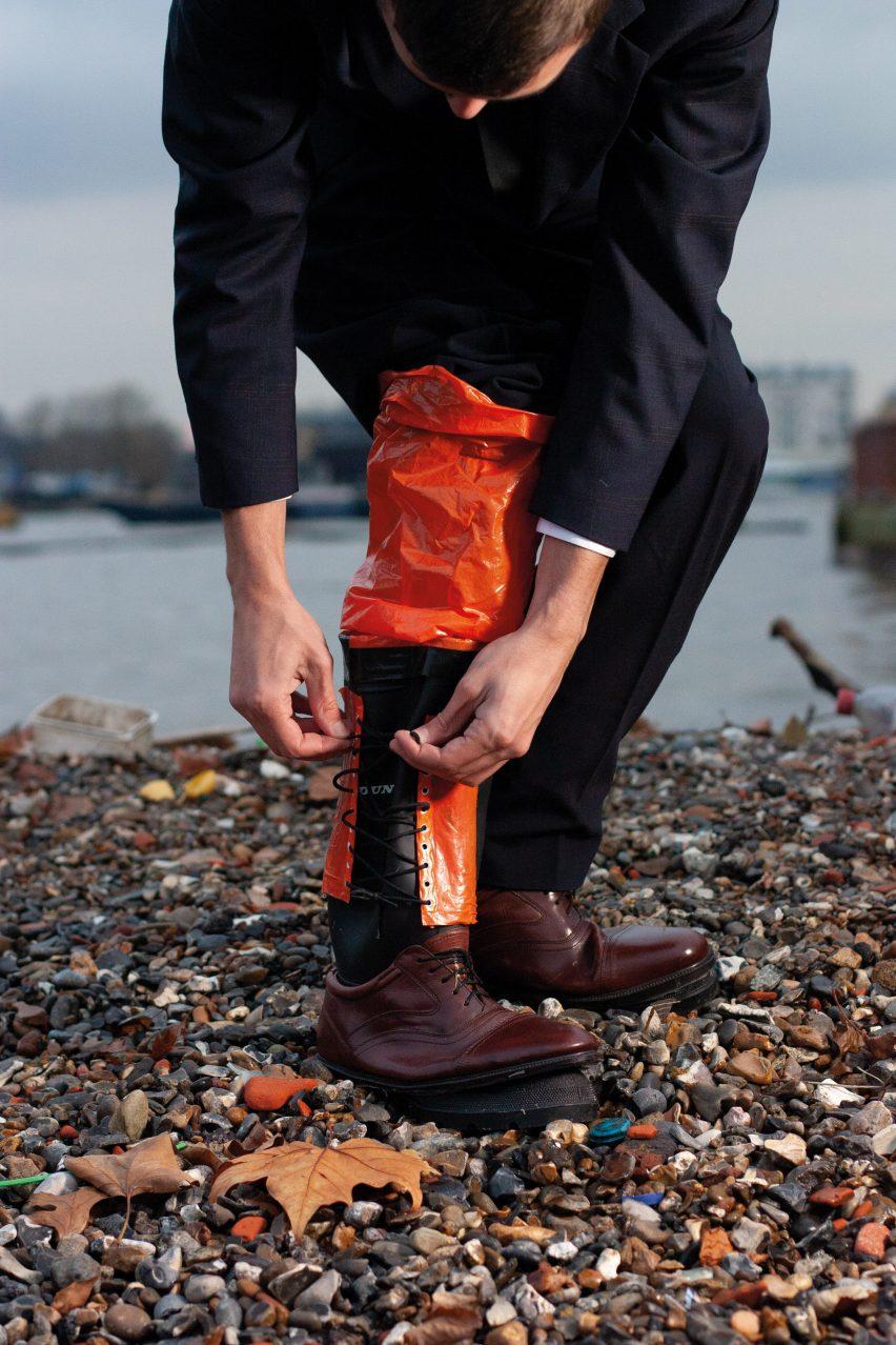 Nicholas Bennett designs flood-proof commuter suit for rising sea levels