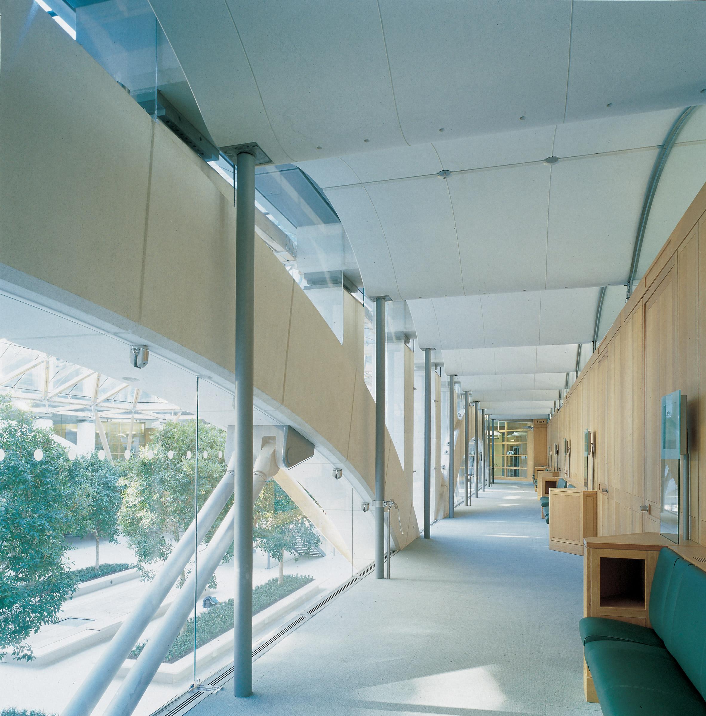 High-tech architecture guide: Portcullis House by Michael Hopkins