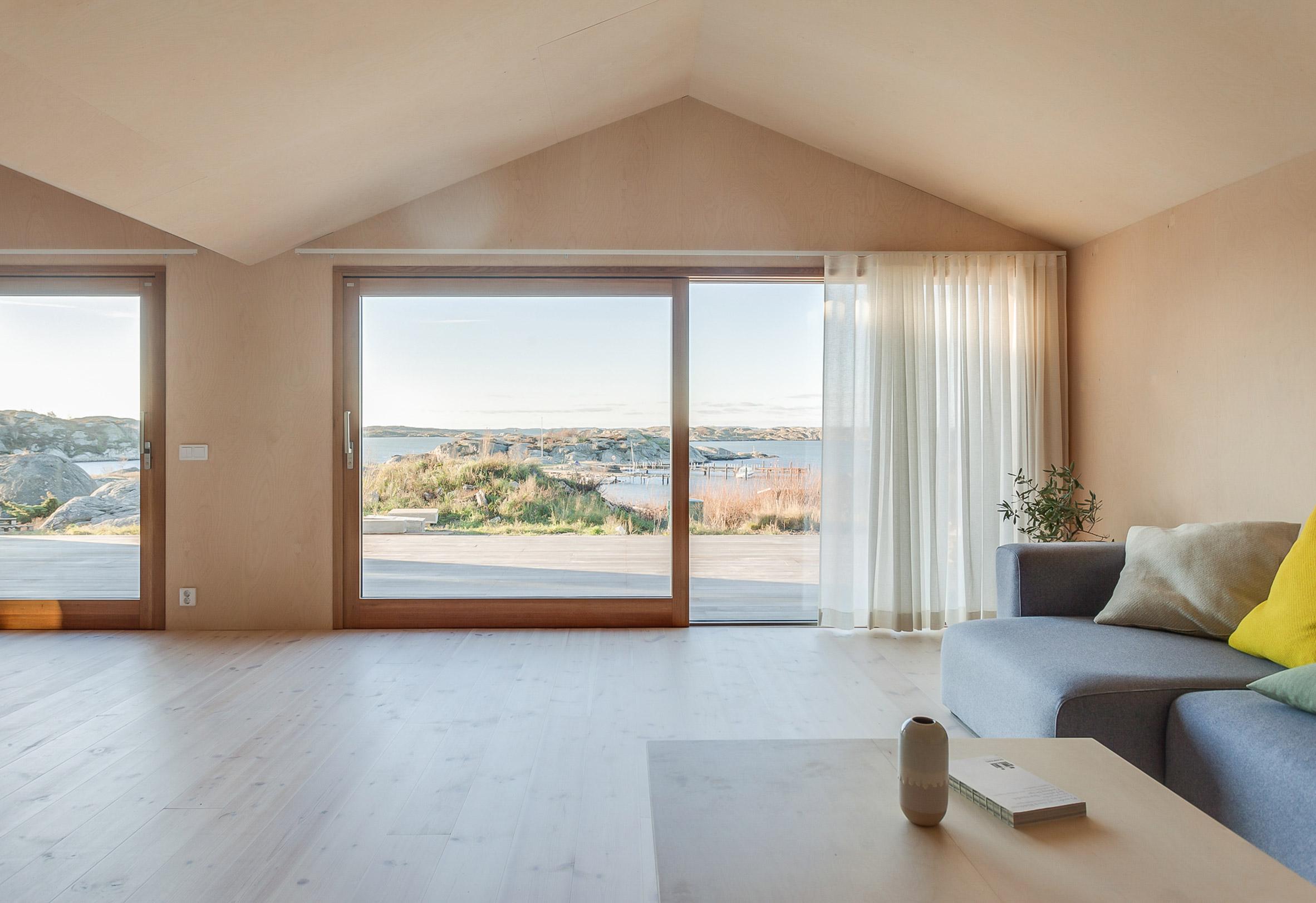 Villa Vassdal on the archipelago of Gothenburg by Studio Holmberg