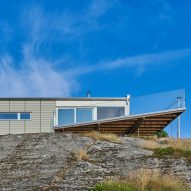 Architect and artist build their house by the sea in Sweden