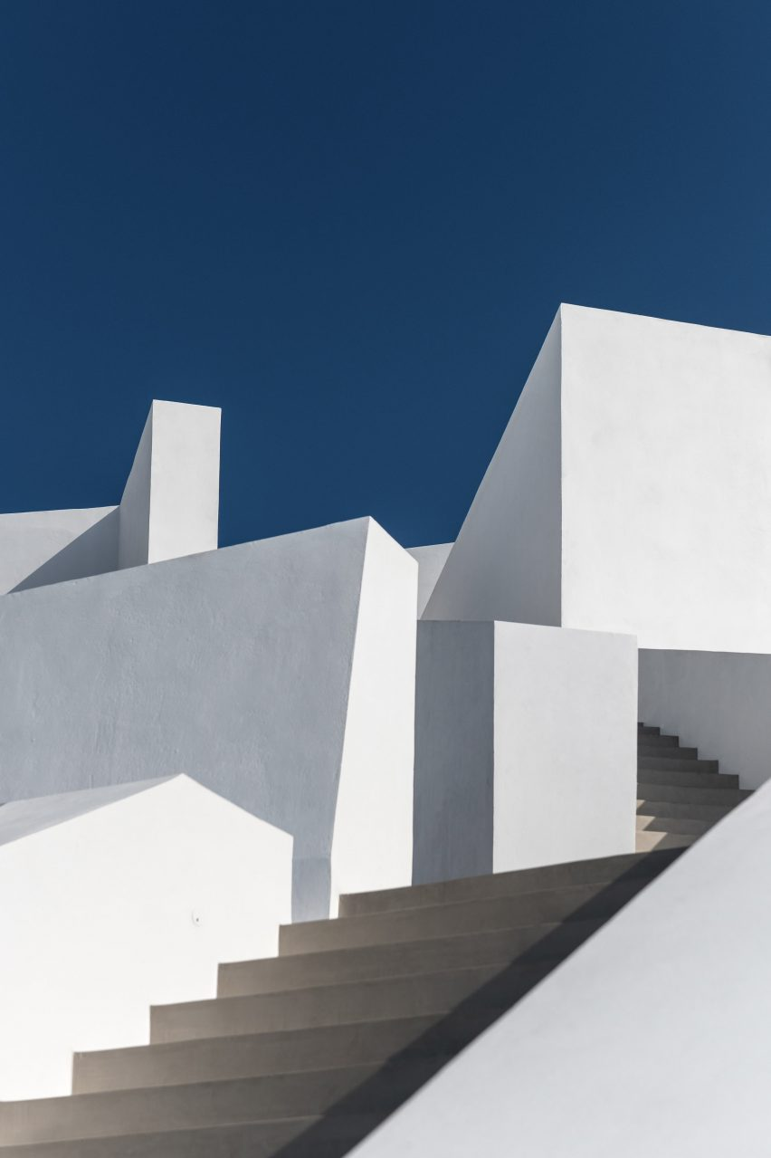 Saint Hotel in Santorini by Kapsimalis Architects