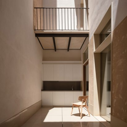 House of Giants by Iterare Arquitectos