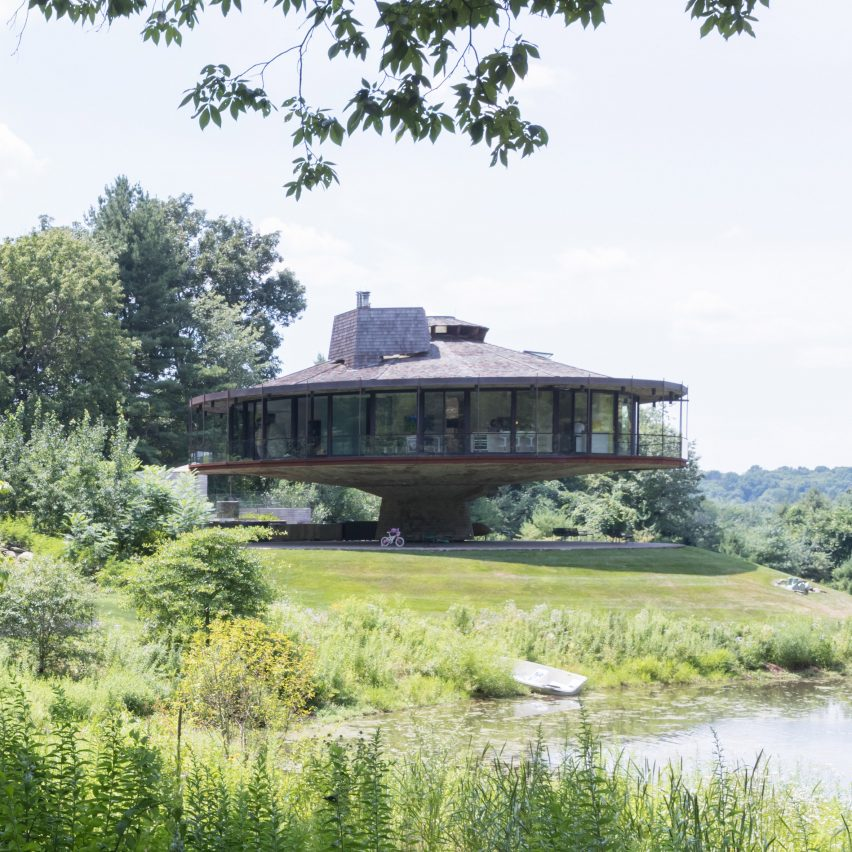 Mack Scogin Merrill Elam renovates circular Connecticut home that spins