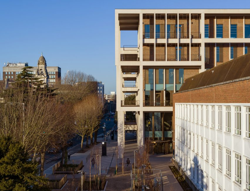 Grafton Architects Completes Town House At Kingston University
