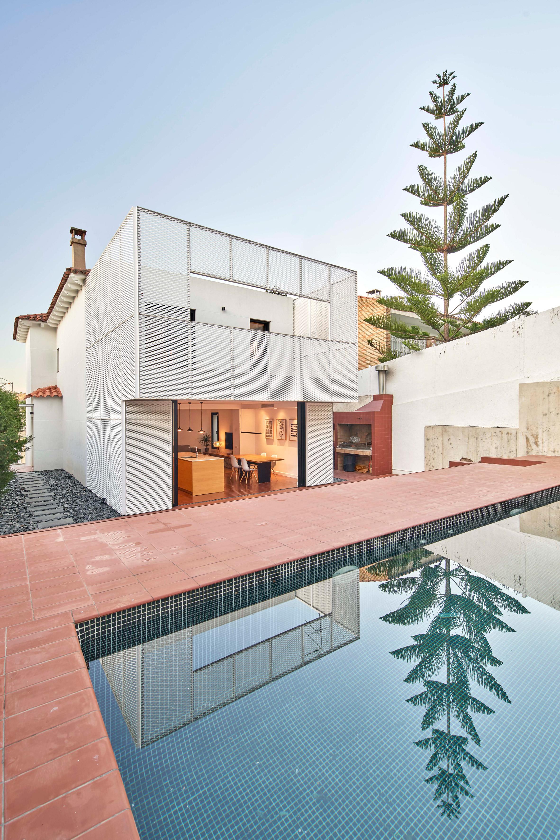 Family home by Bonba Studio