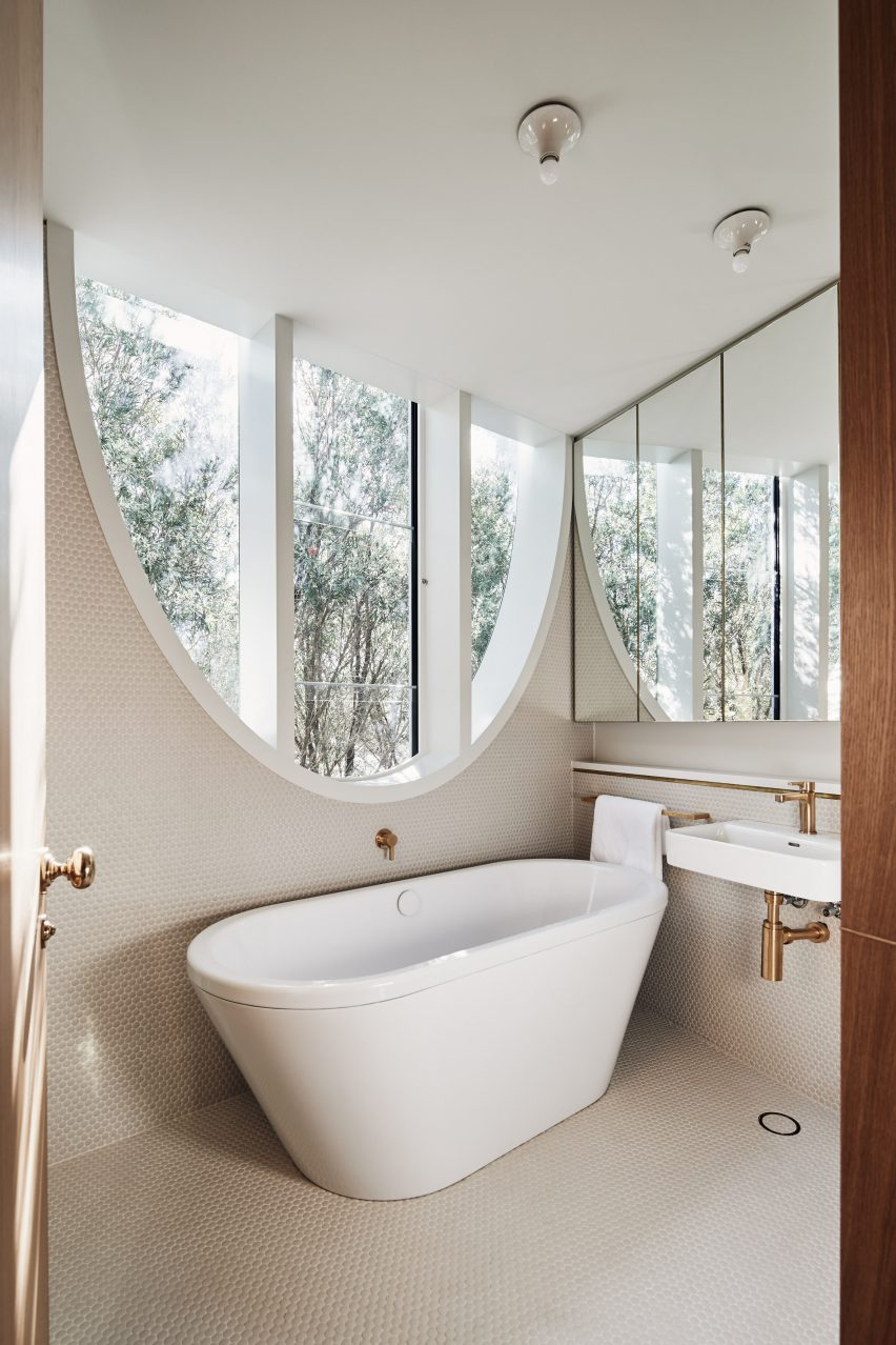Glebe House by Chenchow Little Architects bathroom