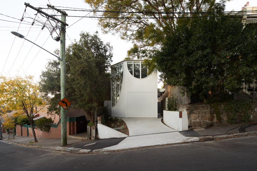 Glebe House by Chenchow Little Architects street view