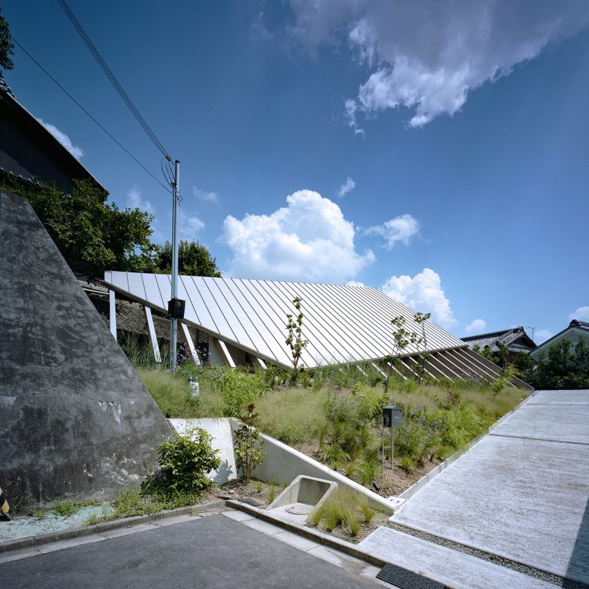 Large sloping roof shelters House in Gakuenmae by FujiwaraMuro Architects