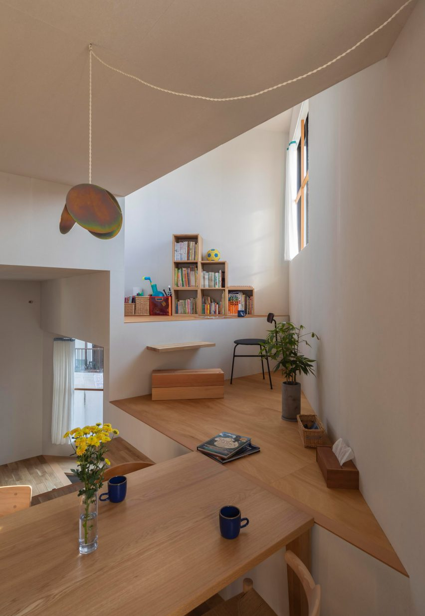 House in Takatsuki by Tato Architects dining table