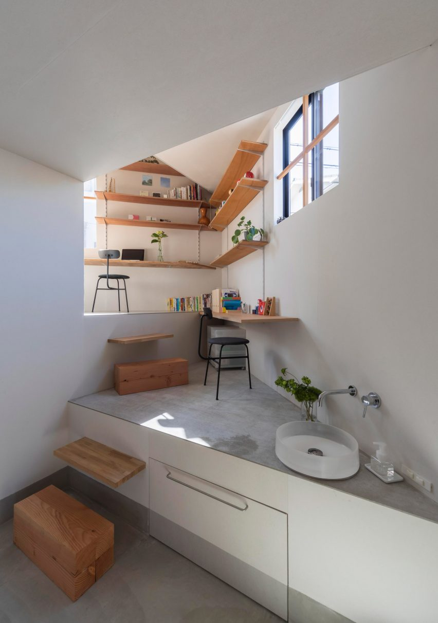 House in Takatsuki by Tato Architects downstairs