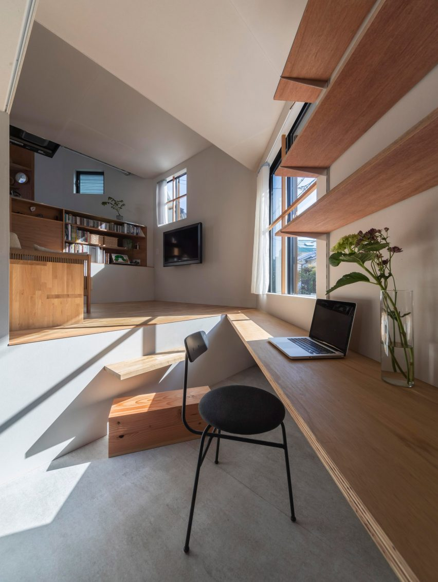 House in Takatsuki by Tato Architects desk