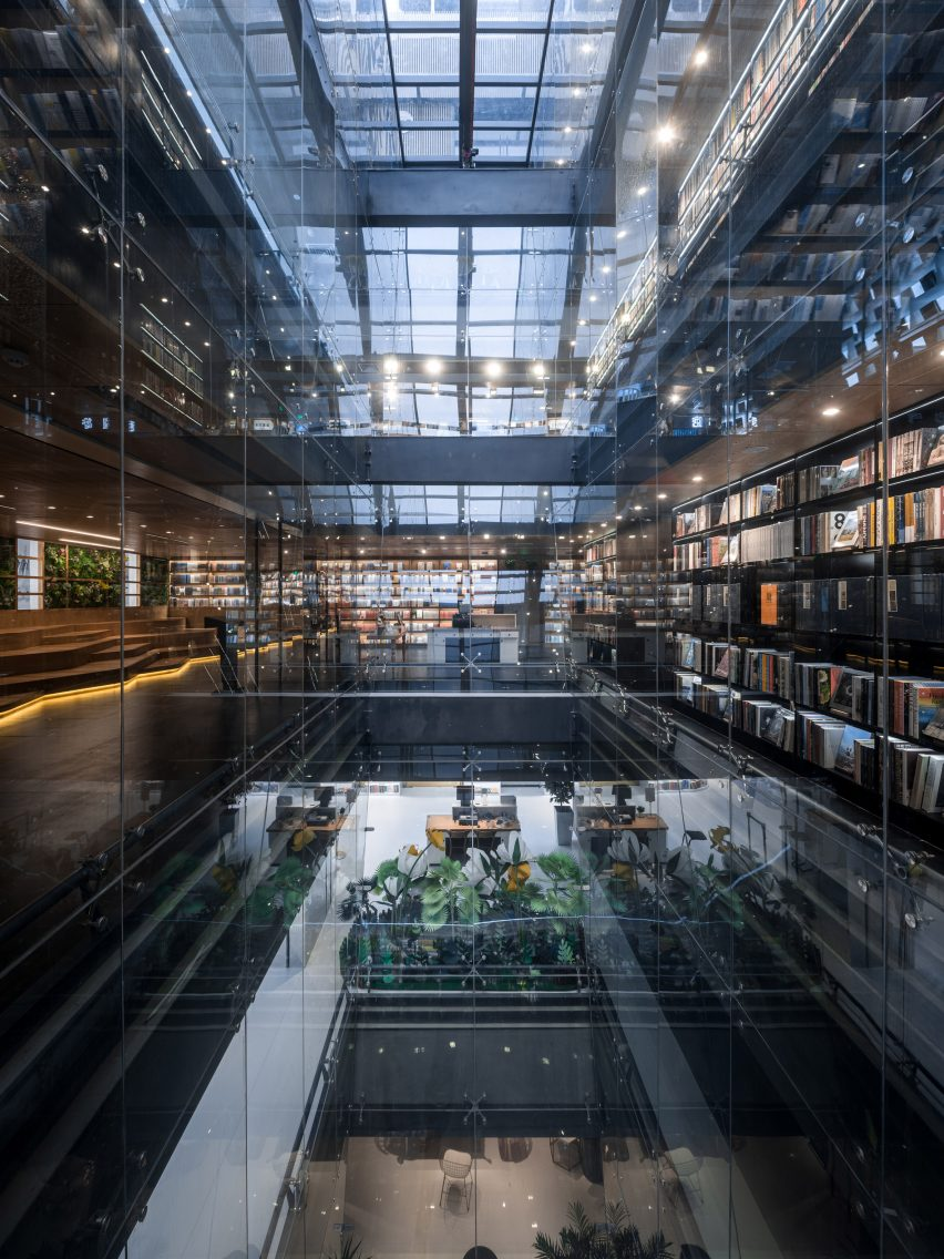 Hubei Foreign Language Bookstore by Wutopia LabHubei Foreign Language Bookstore by Wutopia Lab