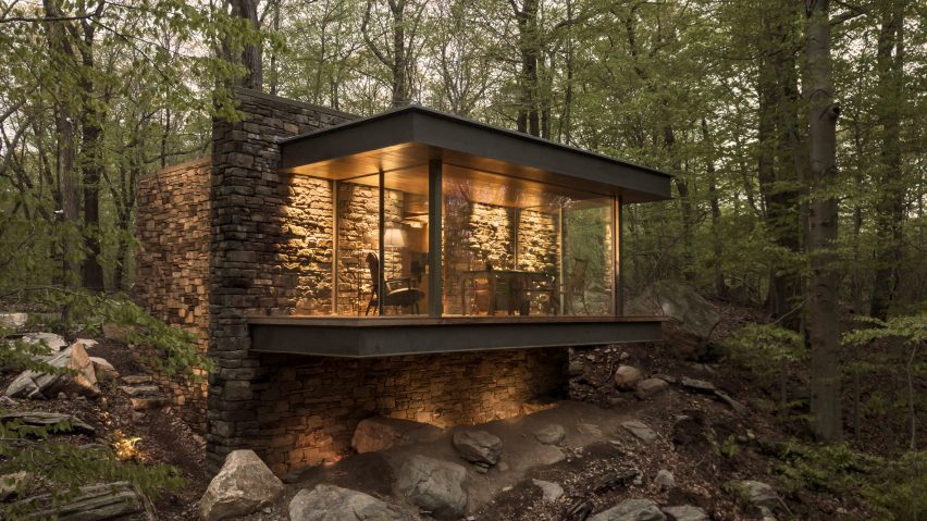 Eric J Smith cantilevers Writer's Studio over forested hillside in Connecticut