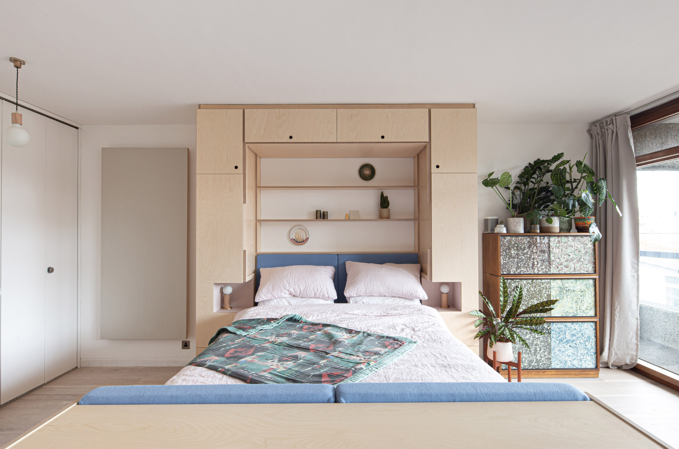 Barbican Dancer's Studio by Intervention Architecture bed