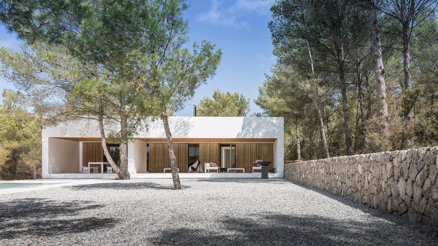 Ca l'Amo by Marià Castelló