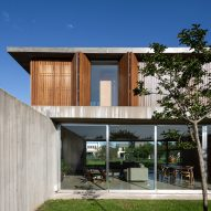 Concrete floor splices House L224 by Felipe Gonzalez Arzac in two