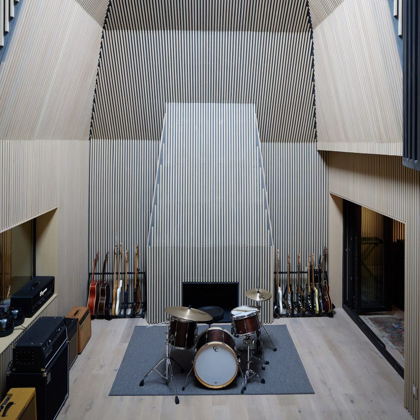 Goko converts 1920s house in Mexico City into recording studio
